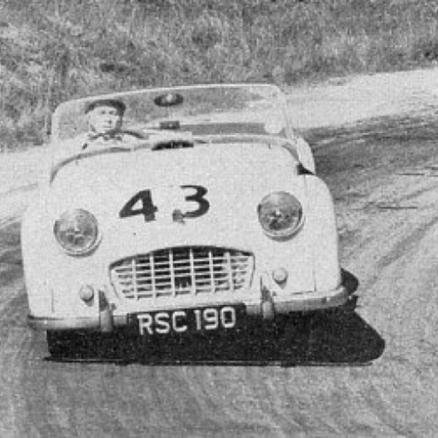 Jim sur sa Trimph TR3 dans une course de côte (rest-and-be-Thankfull) 1958